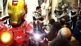 Batman i IronMan irrompen en una boda